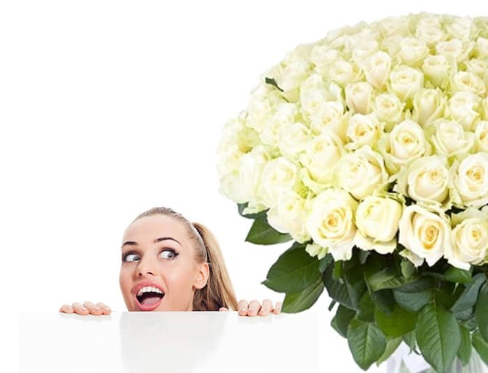 101-roses-flowerdelivery.moscow-girl-white